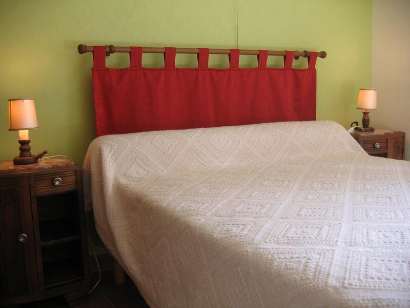 La chambre, vue entrée et terrasse